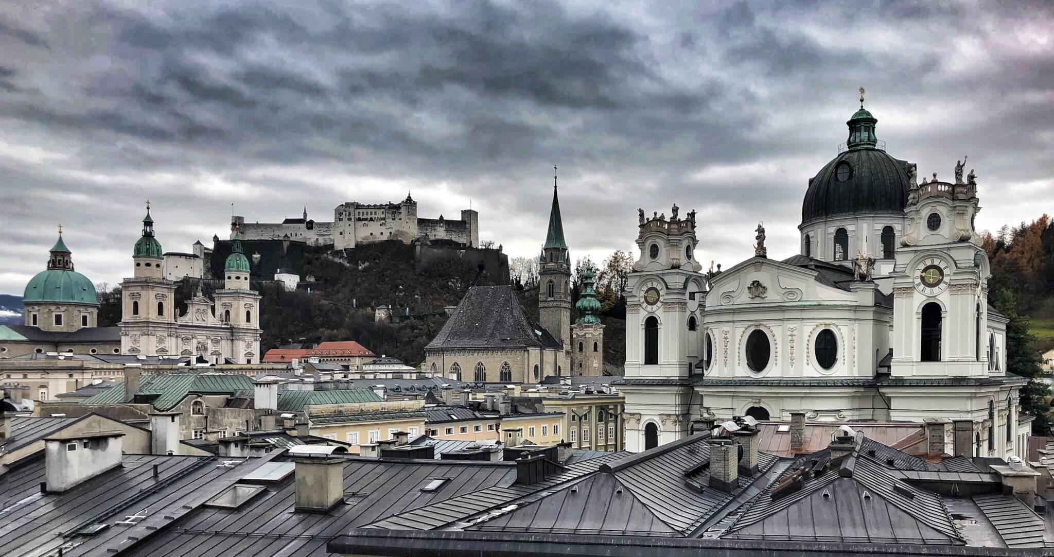 APT Apartments Salzburg Steingasse | Stone Lodge | Ankommen, sehen, erleben. Jedes unserer Apartments wurde mit viel Liebe zum Detail und individuell eingerichtet und lässt den Gast schnell vergessen, nur ein Gast zu sein…